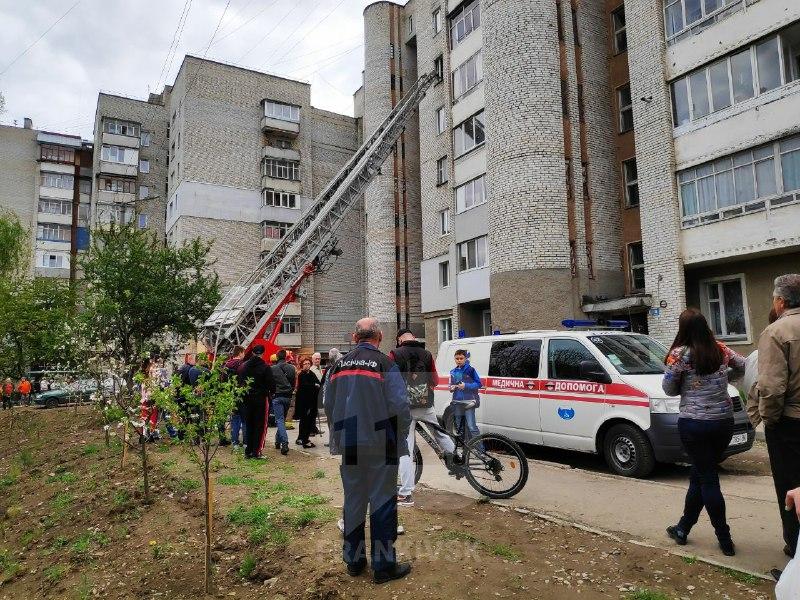 На Пасічній – пожежа в житловій квартирі. Очевидці повідомляють про загиблого (ФОТО, ВІДЕО)