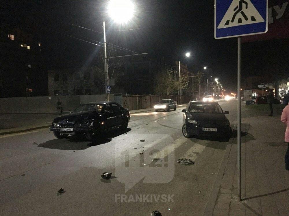 В Івано-Франківську на вулиці Мельника трапилась дорожньо-транспортна пригода (ФОТО)