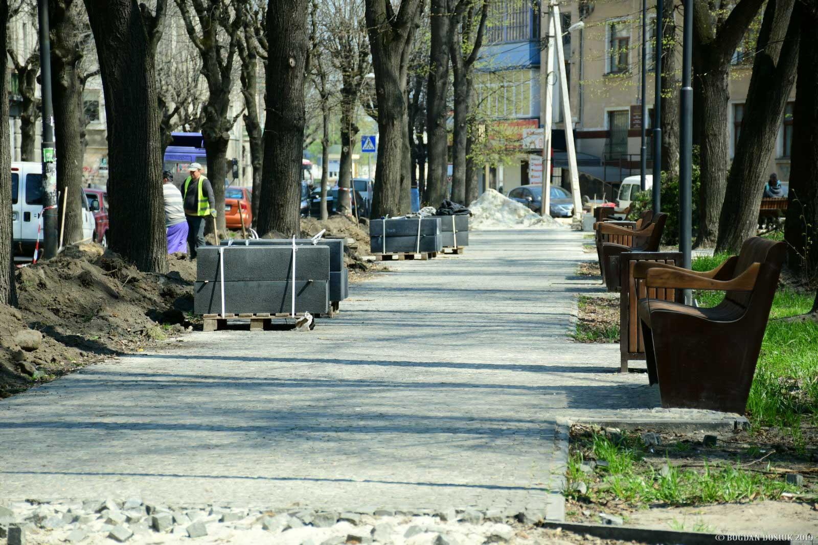 Ремонт скверу на Грюнвальдській за крок до завершення (ФОТО)