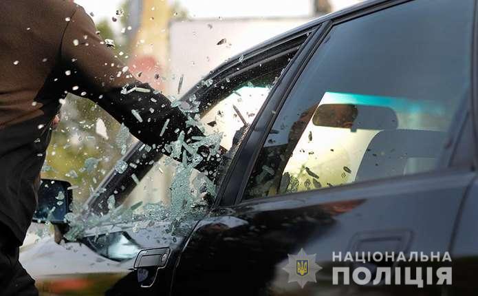Зухвале пограбування: у Пасічній в чоловіка відібрали 900 тисяч гривень (ОНОВЛЕНО)