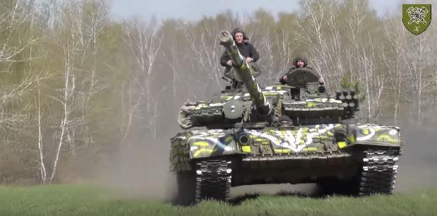 Військові з Коломиї створили танк-писанку (ФОТО)