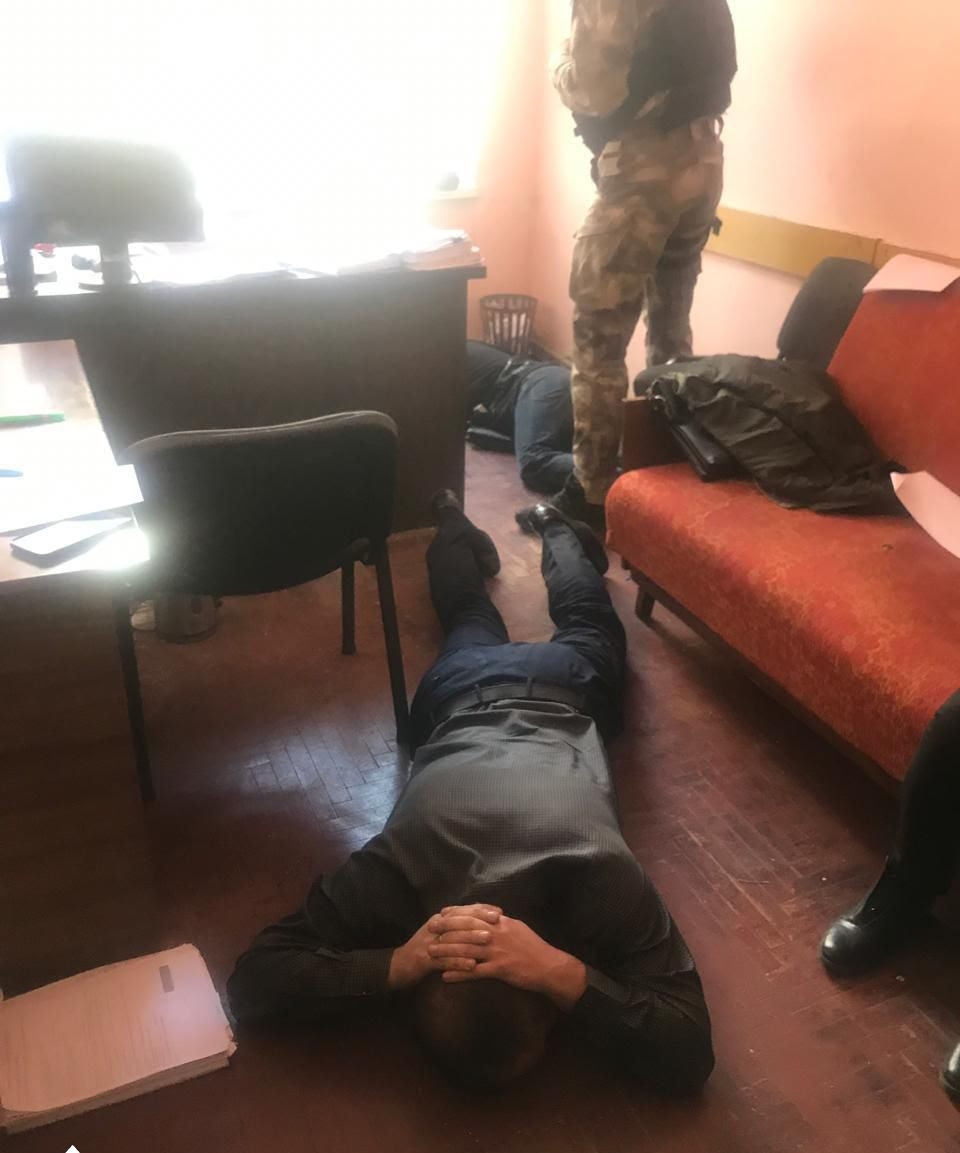 Поліціянта з Тисменицького району взяли на хабарі у 5 тисяч доларів (ФОТО, ОНОВЛЕНО)