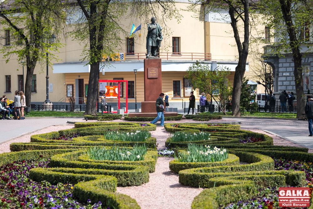 В Івано-Франківськ прийшла справжня весна (фоторепортаж)