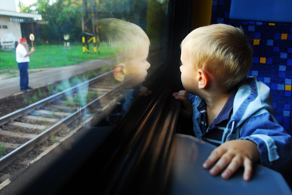 """""""Укрзалізниця"""" нагадала батькам правила подорожей з дітьми"""