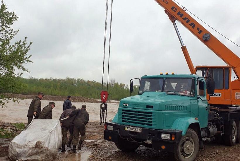 60 тисяч гривень виділив обласний центр на укріплення дамби в Угорниках