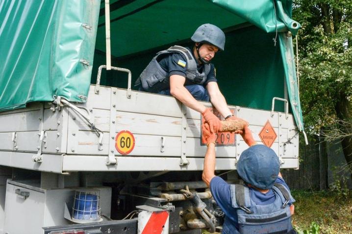 У Пасічній на будівельному майданчику знайшли п'ять артснарядів (ВІДЕО)