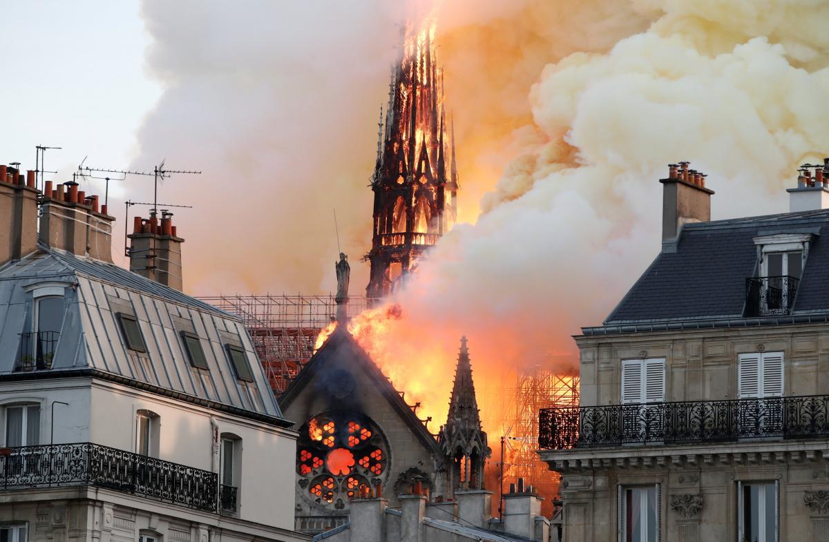 Який вигляд має інтер'єр Собору Паризької Богоматері після масштабної пожежі (ФОТО)