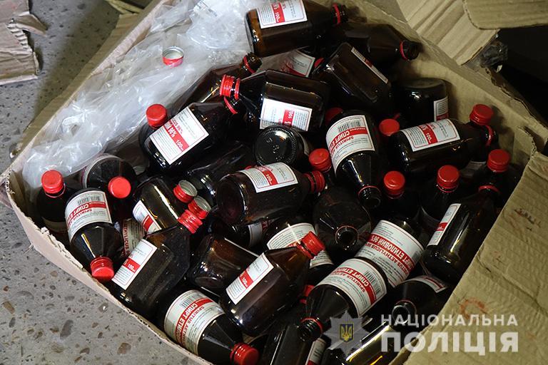 У Франківську в гаражах незаконно розливали спирт, який продавали в аптеках і лікарнях (ФОТО, ВІДЕО)