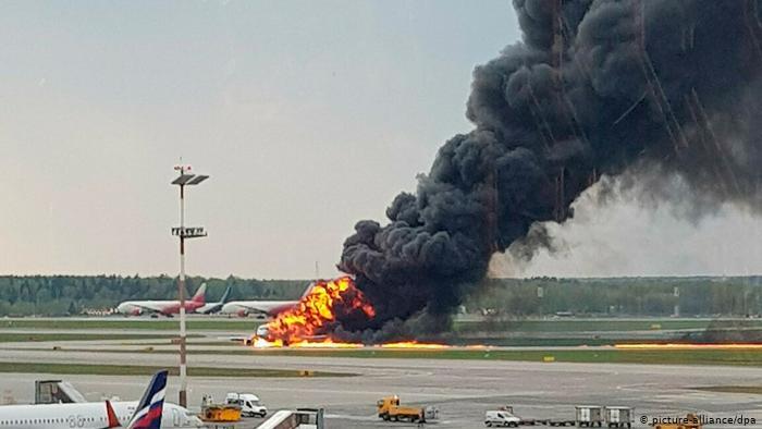41 людина загинула при аварійній посадці літака в Москві через помилку пілотів