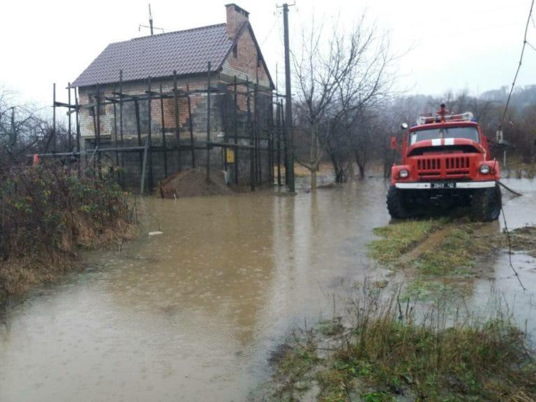 Прикарпатські рятувальники нагадують, що робити під час повені