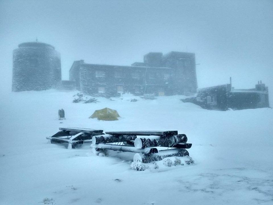У Карпатах сніг та сильний вітер. Прикарпатців просять утриматись від походів
