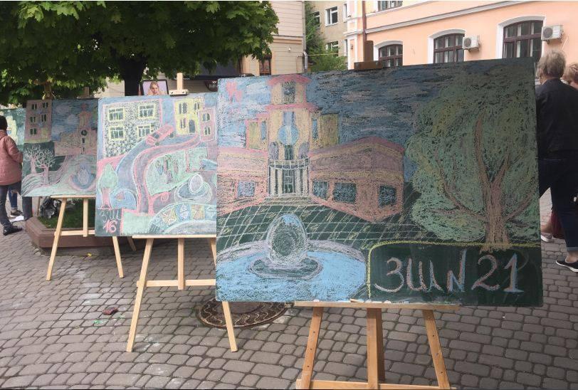 На Стометрівці всі охочі крейдою творять«Замальовки рідного міста» (ФОТО, ВІДЕО)