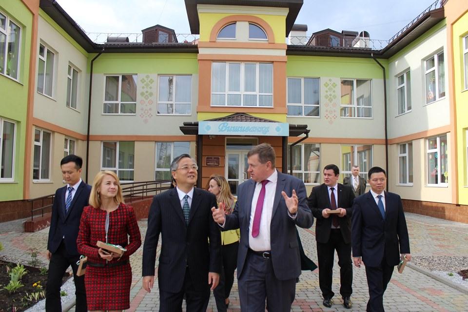 Делегації з китайського міста-партнера показали, як працює дитсадок у Франківську (ФОТО)