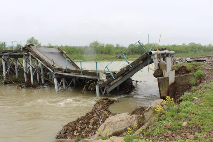 На Калущині негода зруйнувала міст (ФОТО)