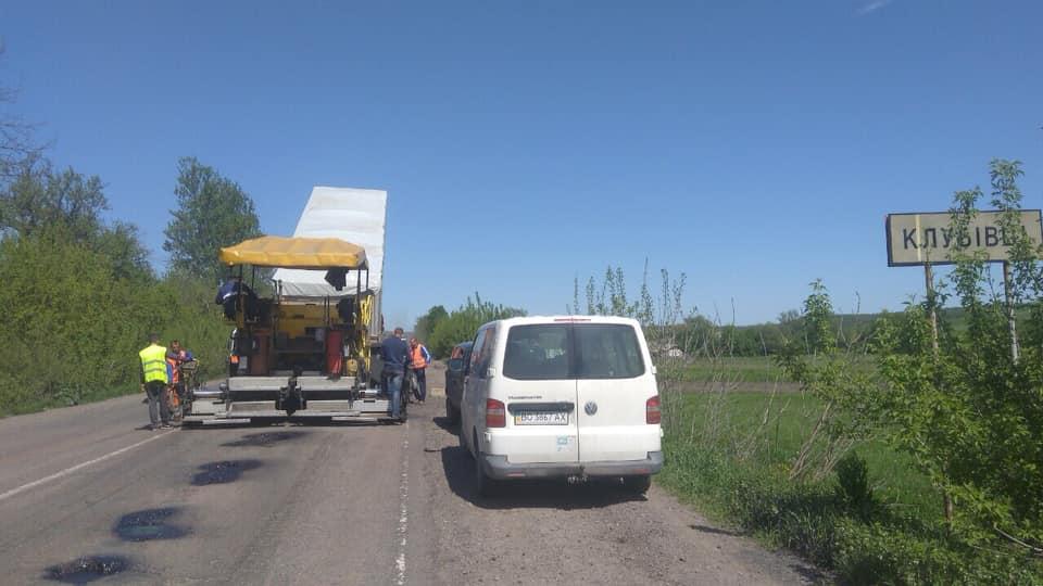 Дорогу Івано-Франківськ – Тернопіль ремонтують за рекордно низькою ціною (ФОТО)