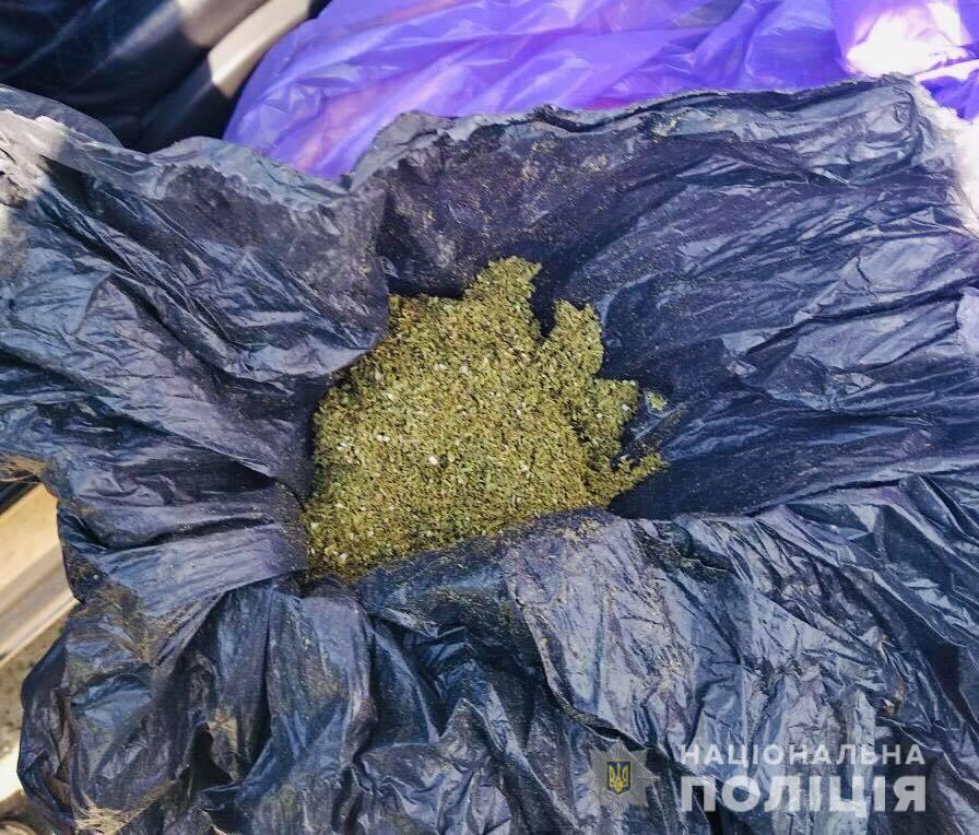 На Снятинщині патрульні зупинили автомобіль з наркотиками (ФОТО)