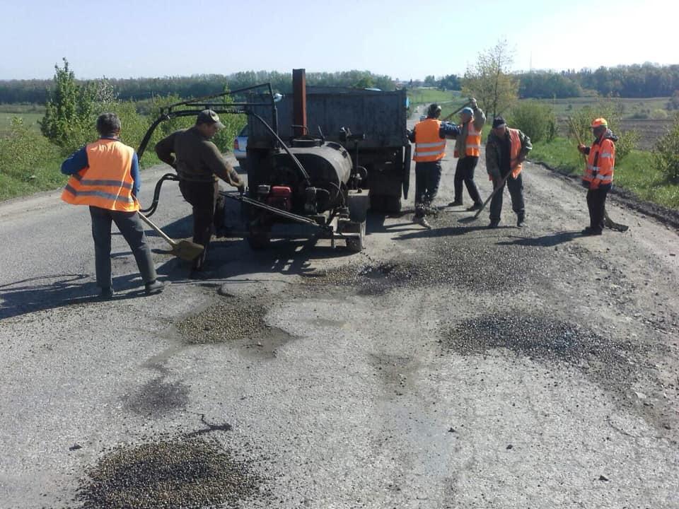 На Франківщині взялися за ремонт ще однієї аварійної дороги (ФОТОФАКТ)