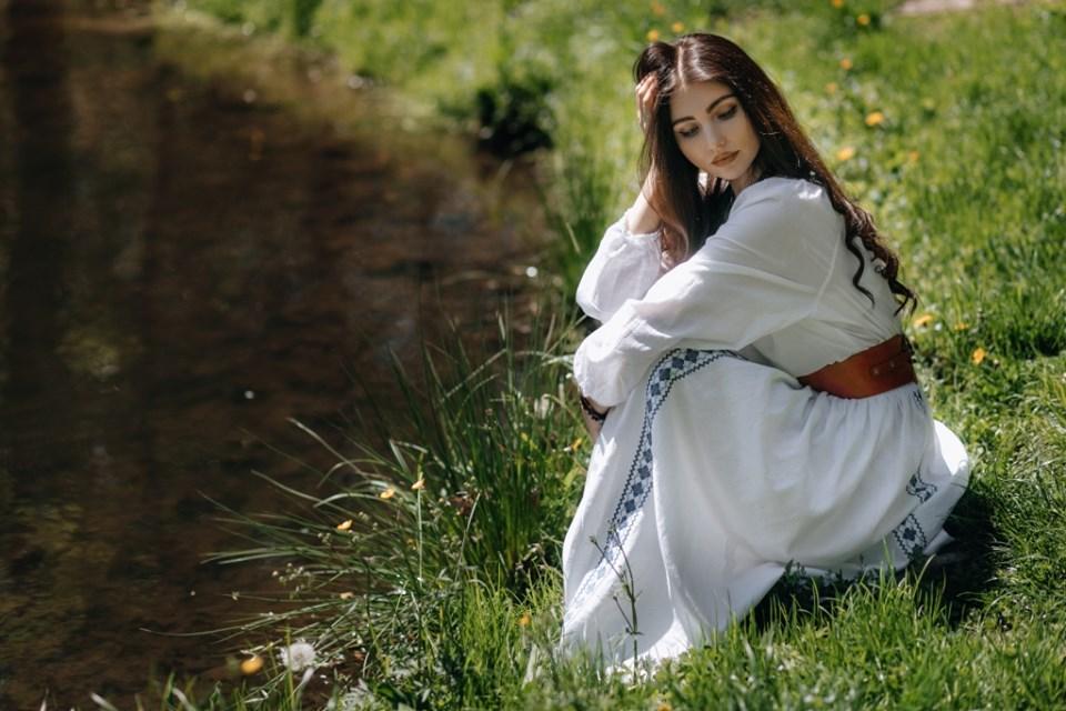 Неймовірно вродлива франківка стала обличчям київської майстерні вишиванок (ФОТО)