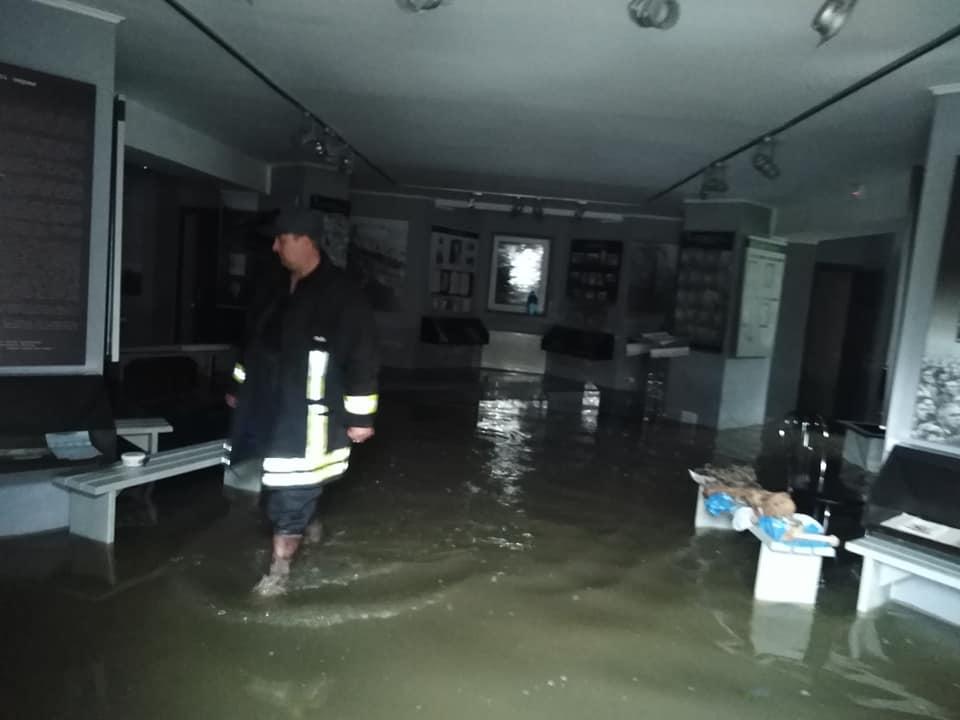 """Музей """"Дем'янів лаз"""" """"поплив"""" (фотофакт)"""