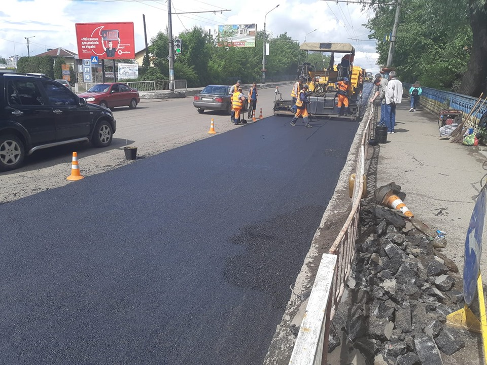 Дорогу на Незалежності продовжують ремонтувати (ФОТО)