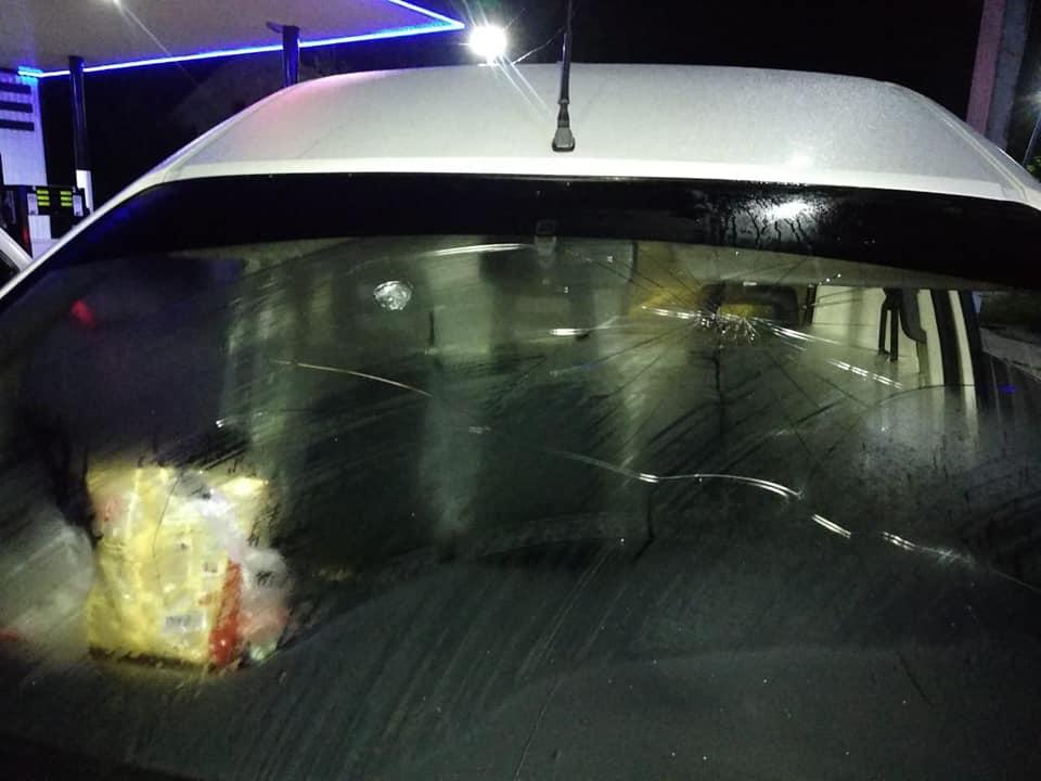 На Прикарпатті двоє юнаків обстріляли авто та забрали гроші у водія (ФОТО)