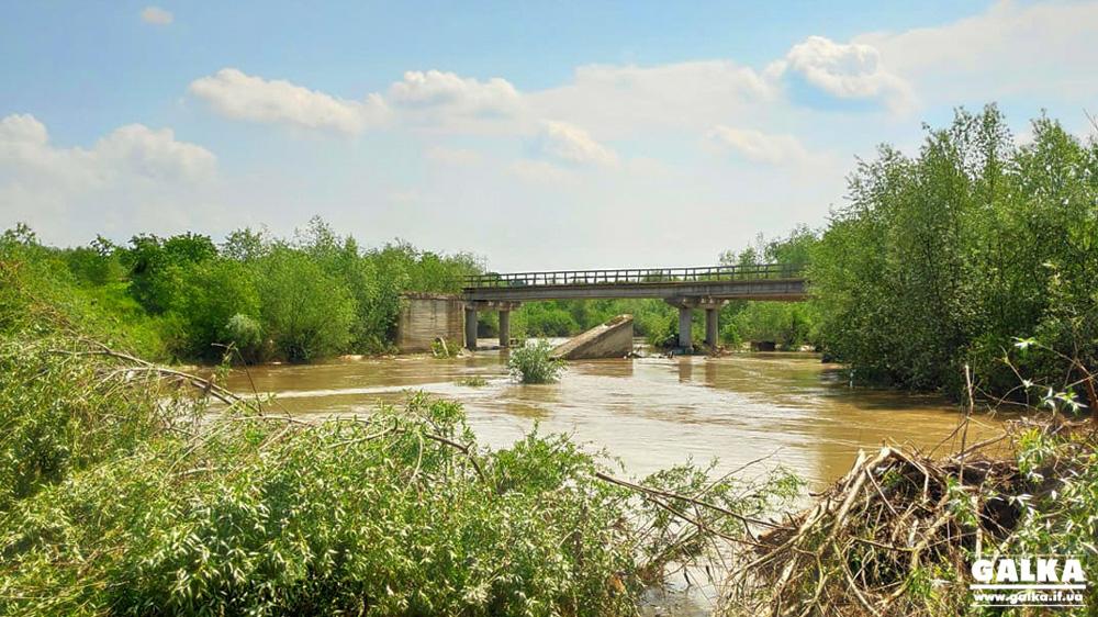 12 років очікувань: на Калущині село живе із зруйнованим мостом