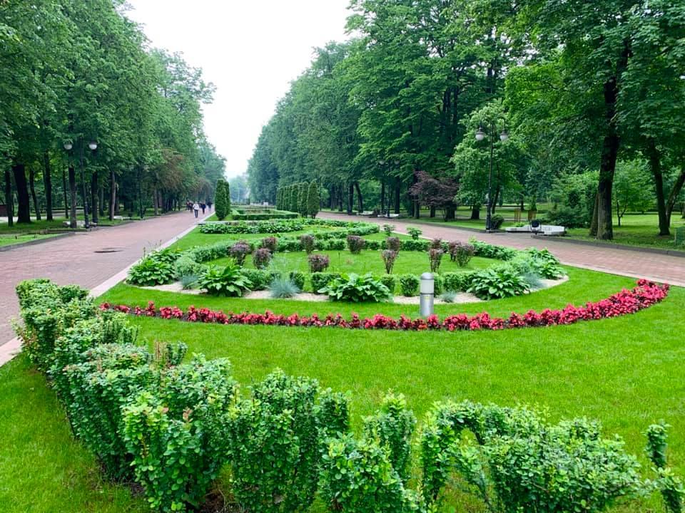 Похмурий і мальовничий: як виглядає міський парк в останній день весни (ФОТО)