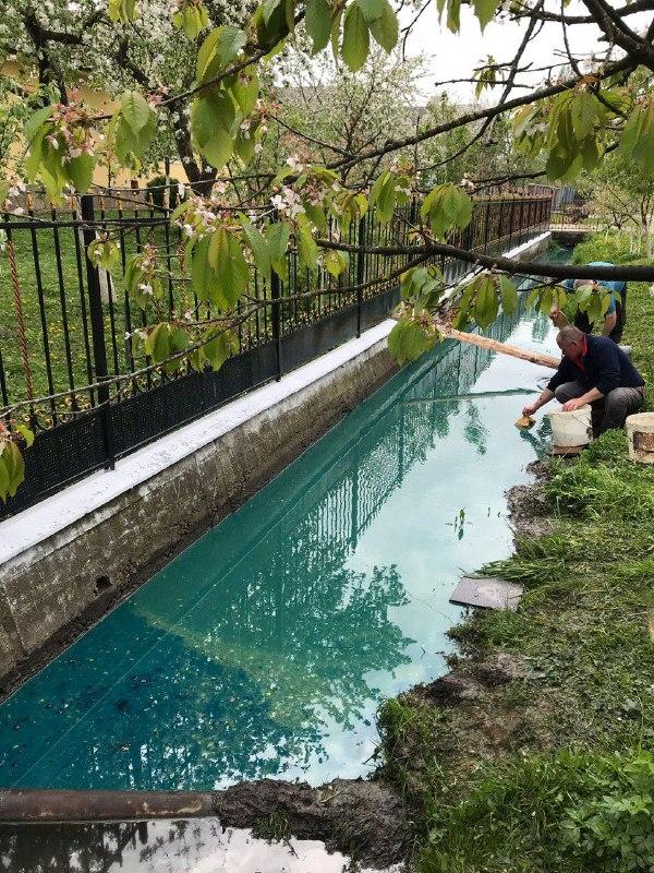 Дизельне паливо з бензовоза, що перекинувся, може потрапити у річку (ФОТО)