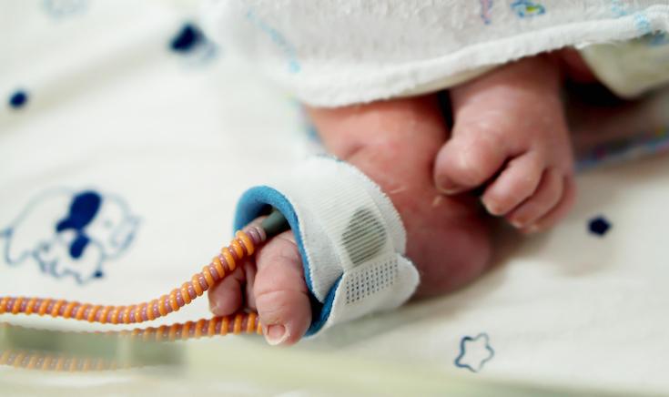 245 грамів: у лікарні виходили найменшу дівчинку в світі (ВІДЕО)