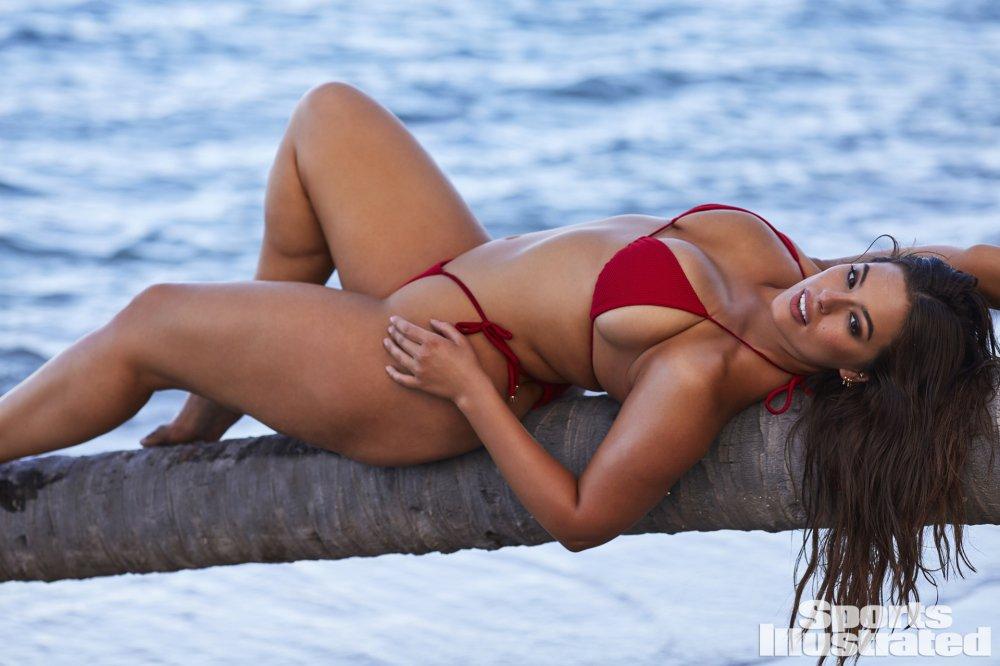 Ешлі Грем у мікро-бікіні: найгарячіші фото моделі за рік (ФОТО 18+)