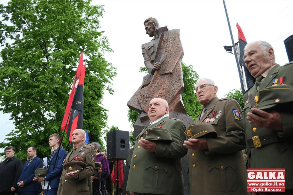 В Івано-Франківську відкрили пам'ятник Роману Шухевичу (ФОТО)