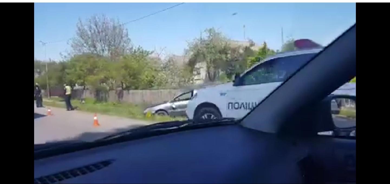 У Тисменичанах автівка з'їхала у кювет – двоє людей у лікарні (ВІДЕО)