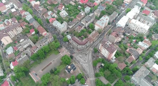 Як виглядав рекордний велопробіг в Івано-Франківську з висоти пташиного польоту (ВІДЕО)