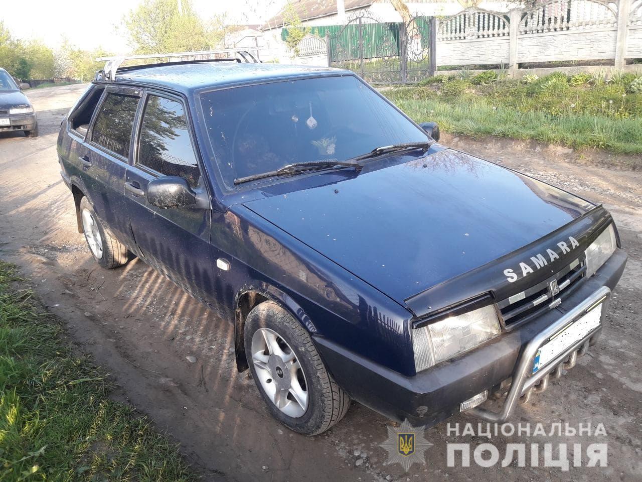 На Рожнятівщині молодик викрав авто й заснув у ньому посеред дороги (ФОТО)