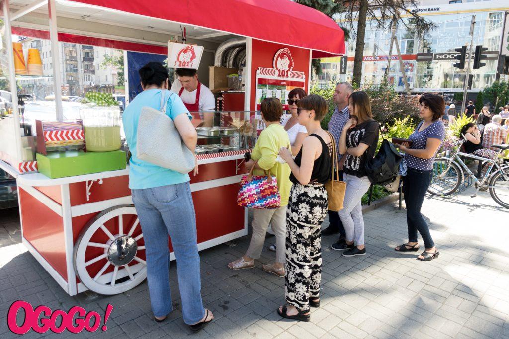 Квіти, напої, морозиво: франківські підприємці отримали дозволи на торгові точки