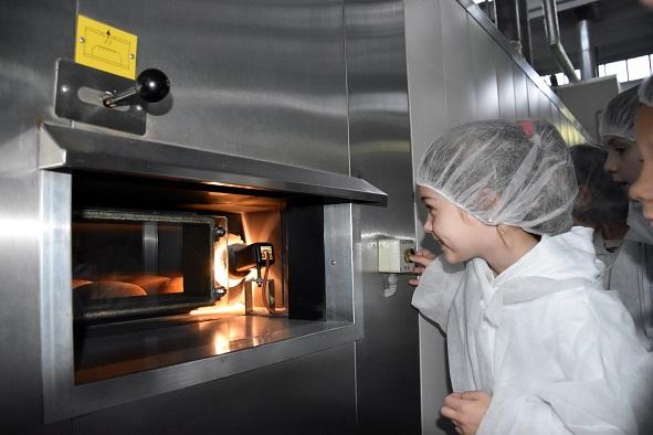 Там, де народжується хліб: Івано-Франківський хлібокомбінат прививає дітям шанобливе ставлення до хліба (ФОТО)