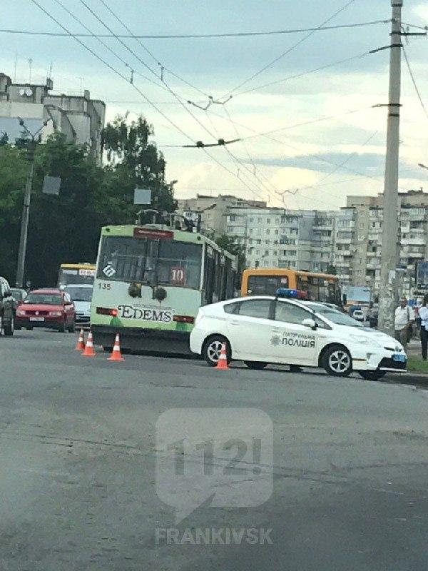 У Франківську тролейбус збив 8-річного хлопчика (ФОТОФАКТ)
