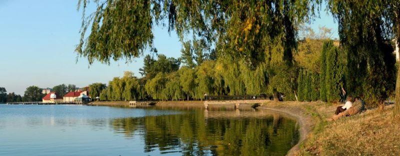 З франківського міського озера витягнули понад 60 кг небезпечних предметів