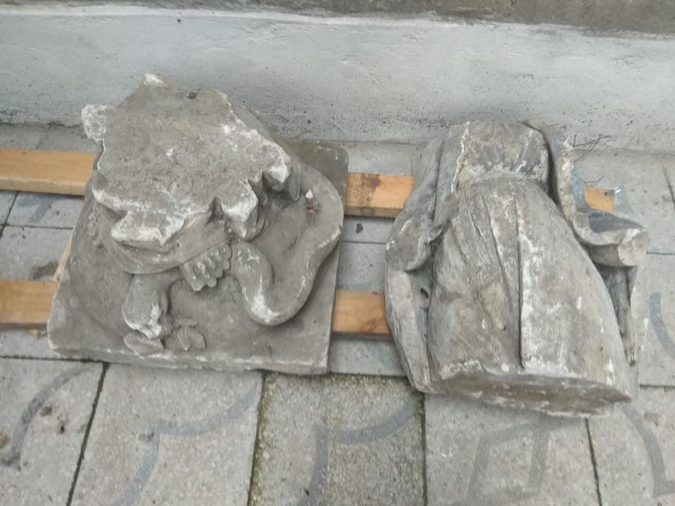 У Коломиї серед сміття знайшли понад 100-річну скульптуру Богородиці (ФОТО)