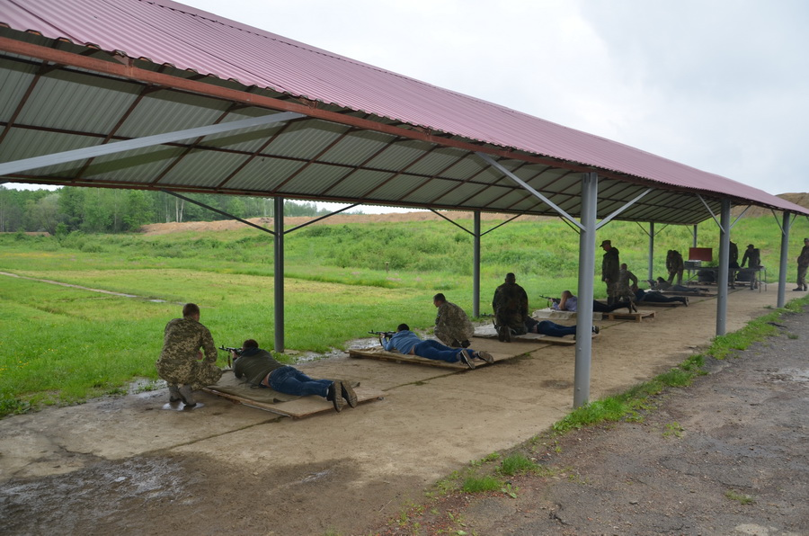 Як франківські студенти-медики з АК-74 стріляли (ФОТО)