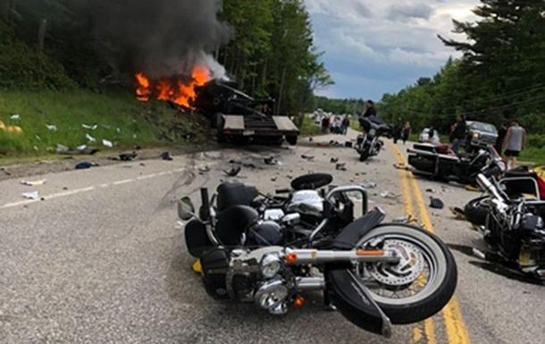 У США зіткнулися пікап і колона байкерів – сім загиблих (ВІДЕО)