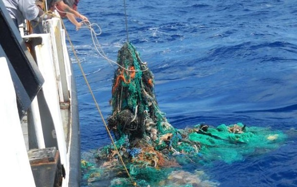 """У Тихий океан запустили """"пастку"""" для сміття"""