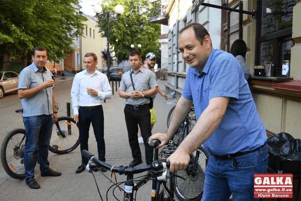 Не одноразова акція: чиновники добиратимуться до роботи на велосипедах щоп'ятниці
