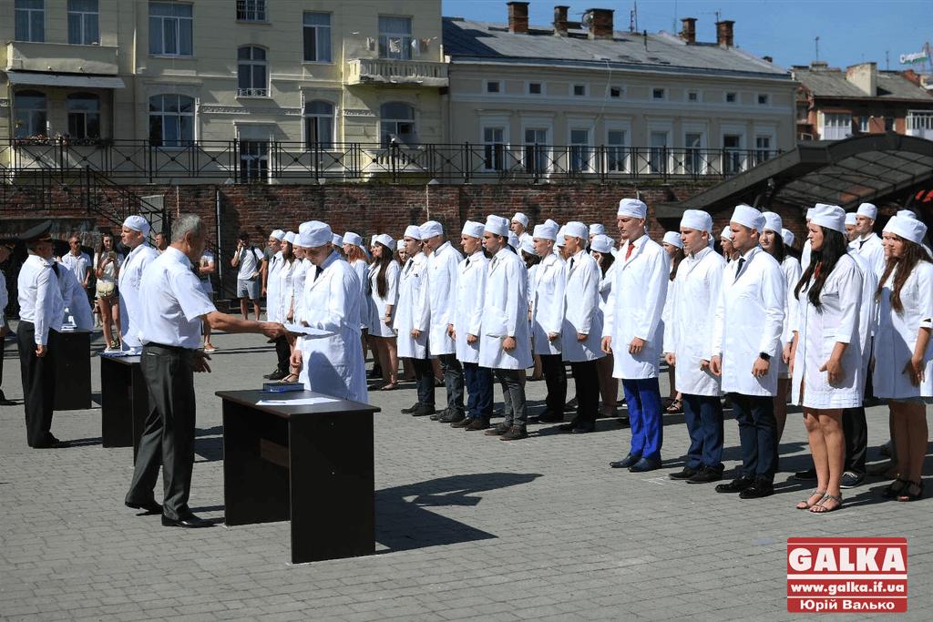 У Франківську майбутні офіцери-медики склали присягу на вірність Україні (ФОТО)