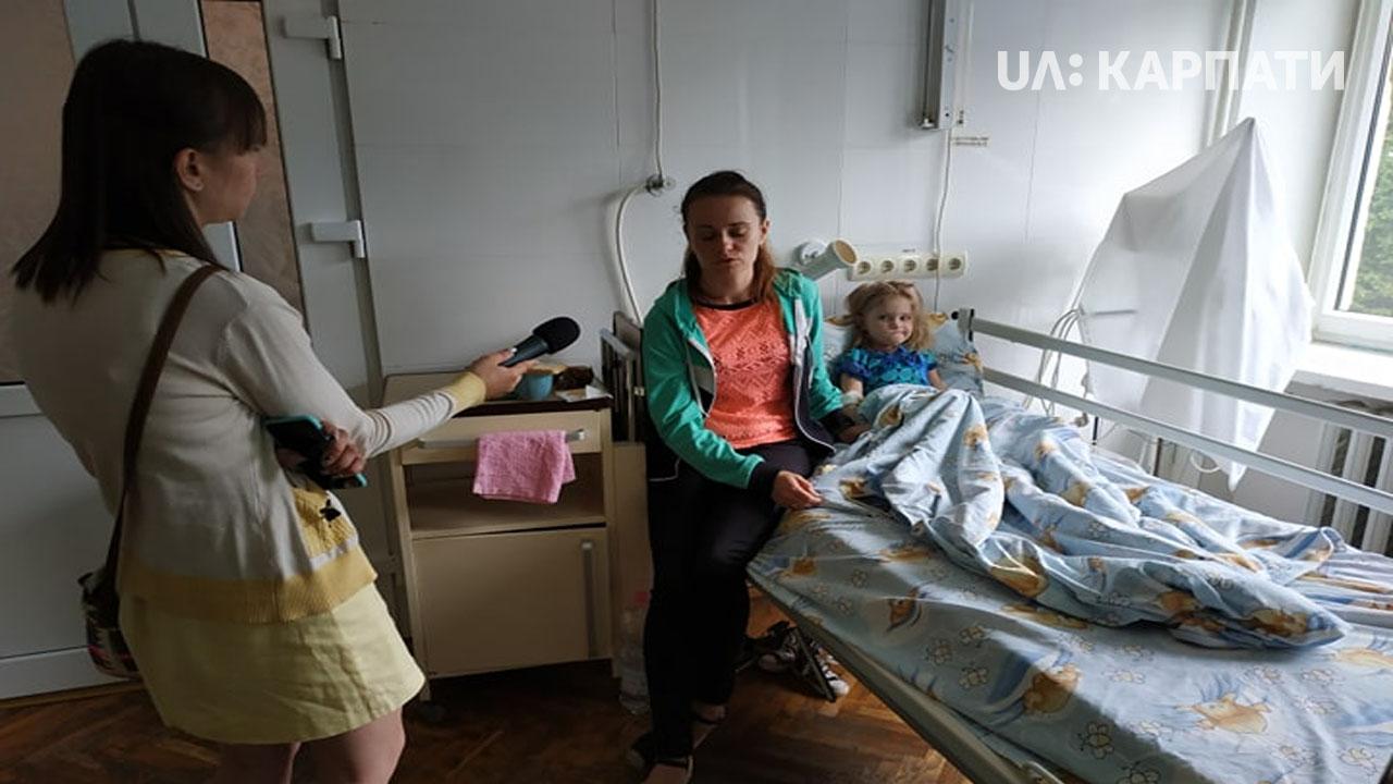 Став відомий стан дитини, яка впала з моста у Калуші через аварійні перила