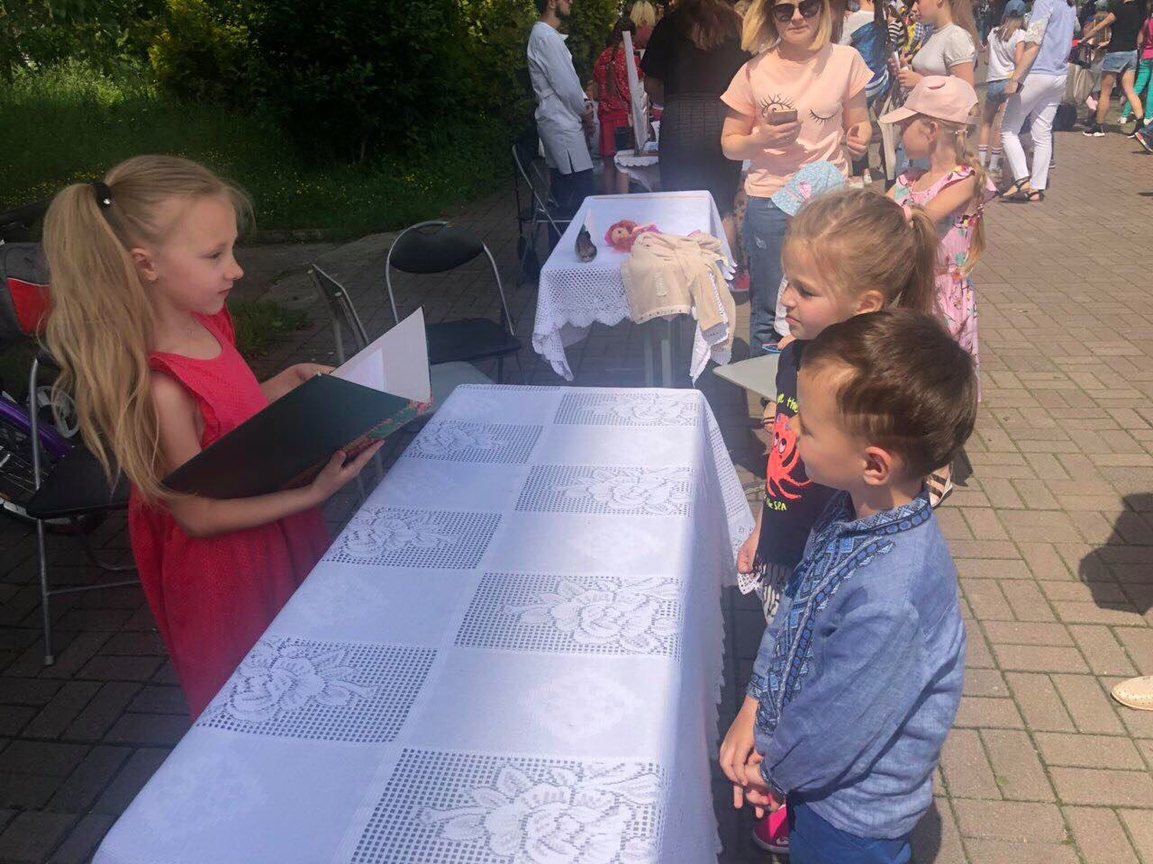 На Прикарпатті дітки вчились проводити реєстрацію шлюбу (ФОТО)