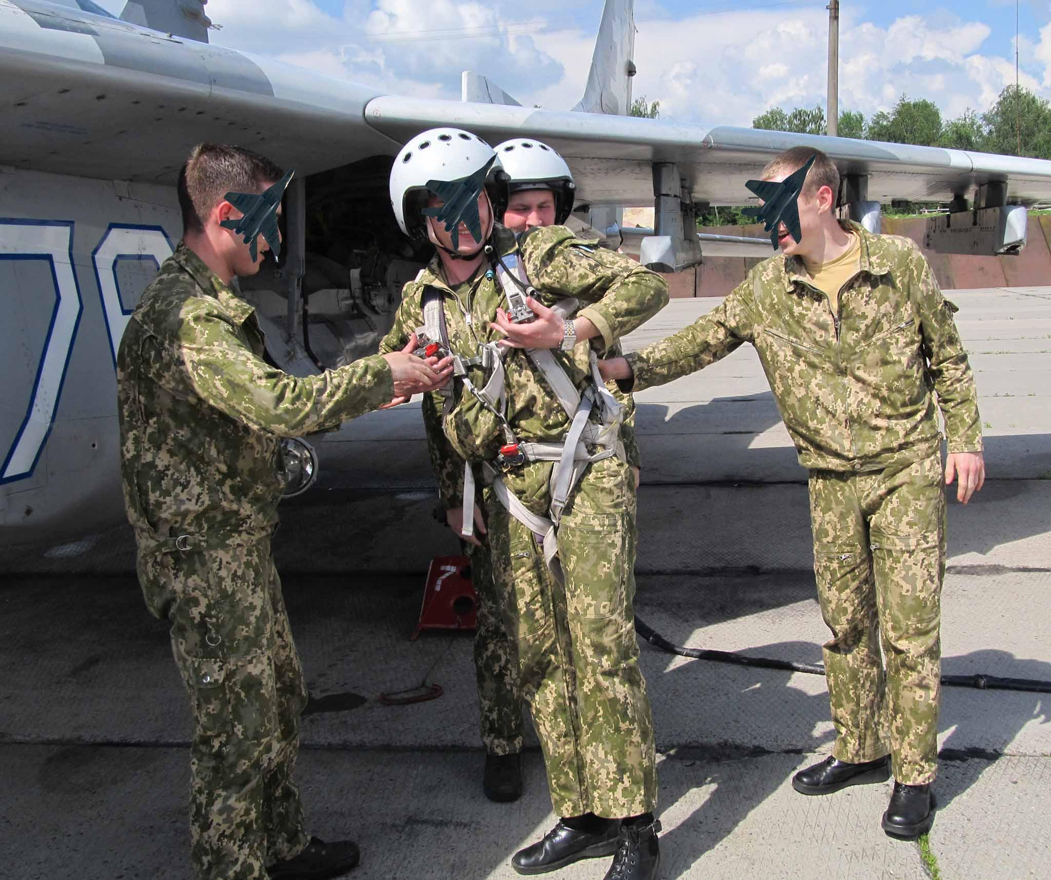 У небі над Прикарпаттям юні військові пілоти здійнили перші самостійні польоти (ФОТО)
