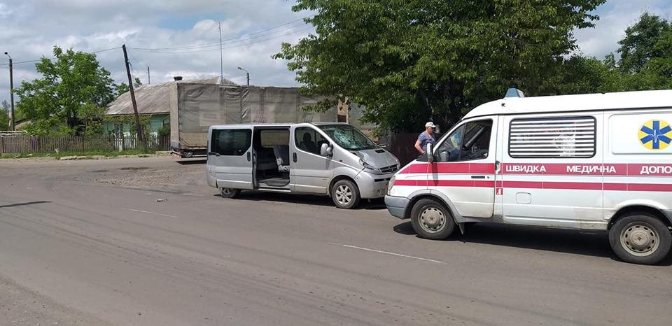 У Калуші на школяра-велосипедиста наїхав мікроавтобус, у дитини перелом черепа (ФОТО)