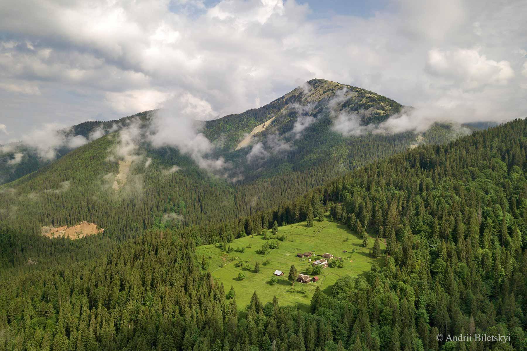 Франківський фотограф показав літні Карпати з висоти (ФОТО)