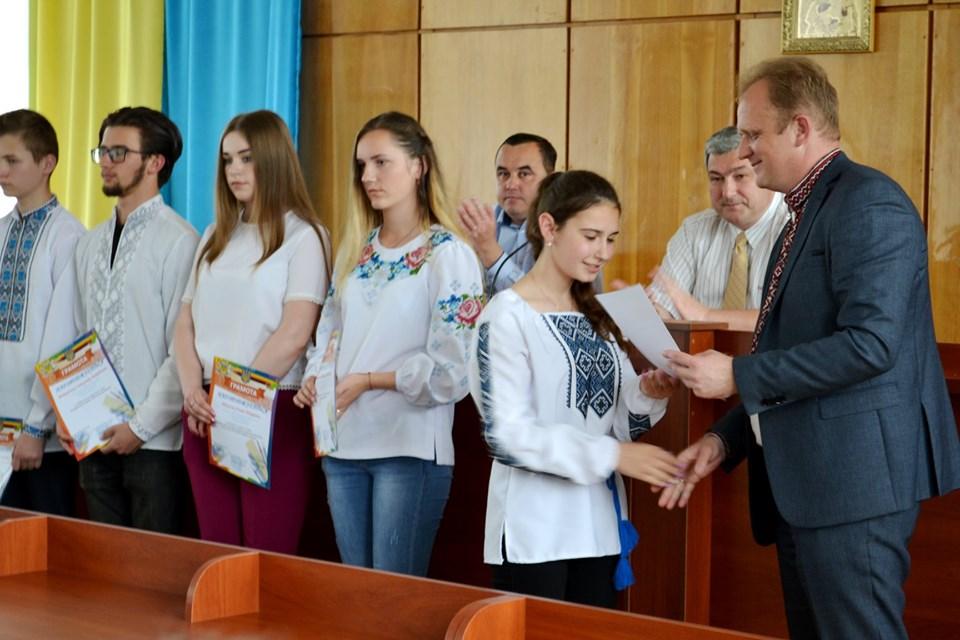 На Надвірнянщині відзначили найкращих учнів та вчителів (ФОТО)